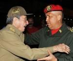 راؤول كاسترو والفنزويلي هوغو تشافيز
