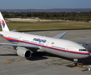 800px-Malaysia_Airlines_Boeing_777-200ER_PER_Koch-11