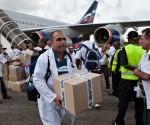 Doctores-cubanos-llegan-a-Sierra-Leona-para-enfrentar-el-ébola-300x250