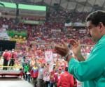 Maduro demanda firmas